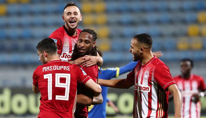 Ο Ολυμπιακός επιβλήθηκε του Αστέρα στην Τρίπολη με 4-0 και πανηγύρισε τη 12η νίκη του στο πρωτάθλημα