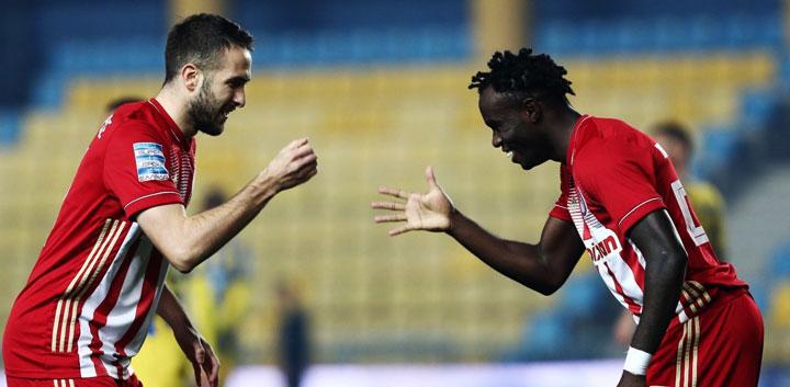Ο Ολυμπιακός πέρασε νικηφόρα και από το Αγρίνιο επικρατώντας του Παναιτωλικού με 1-2
