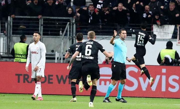 Την πρώτη του ήττα στους ομίλους του UEFA Europa League γνώρισε ο Ολυμπιακός στη Γερμανία από την Άιντραχτ Φρανκφούρτης